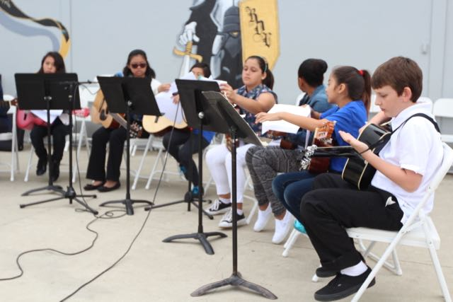 "<a href=""http://rioschools.org/riodelvalle/department/music/"">Music</a>"